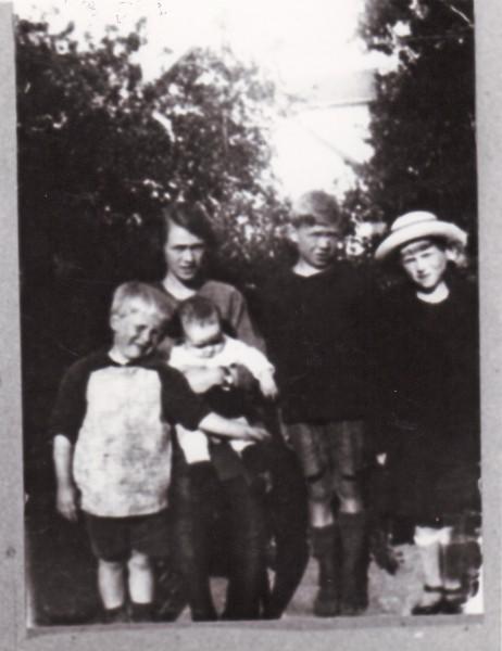Jørgen Peder Hansen som barn (sidder hos sin mor)